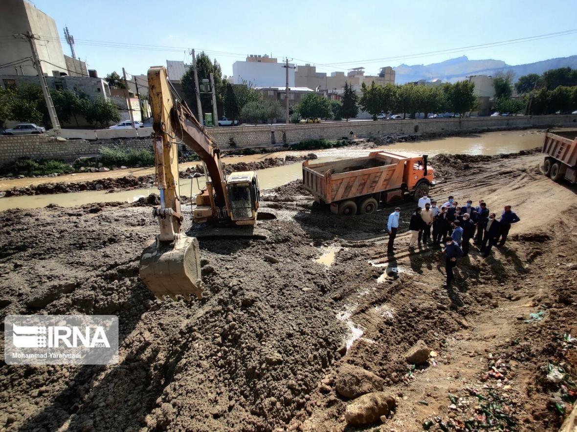 خبرنگاران مدیرکل مدیریت بحران: هشت هزار کیلومتر از رودخانه های کرمان در اولویت لایروبی نهاده شد